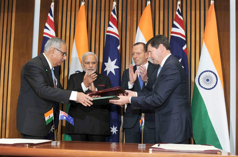 Modi with Australia PM Tony Abbott at the signing of agreement2