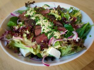 Lamb fillets with moroccan date salad