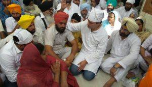 Rahul meets dead farmer's family; Akali Dal says don't politicise issue