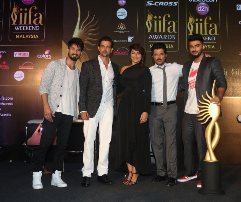 Shahid Kapoor, Hrithik Roshan, Sonakshi Sinha, Anil Kapoor and Arjun Kapoor. (Photo credit Wizcraft International Entertainment)