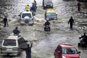 Two killed as downpour paralyses Mumbai; Maharashtra crawls2