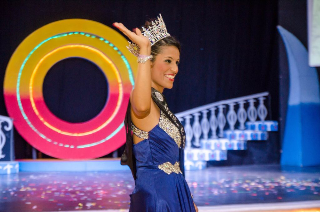 Indian beauty wins Mrs.Earth 2015 pageant 2