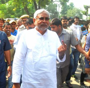 Patna: Bihar Chief Minister Nitish Kumar show his finger marked with phosphorous ink after casting his vote during the third phase of Bihar assembly polls in Patna on Oct 28, 2015. (Photo: IANS)