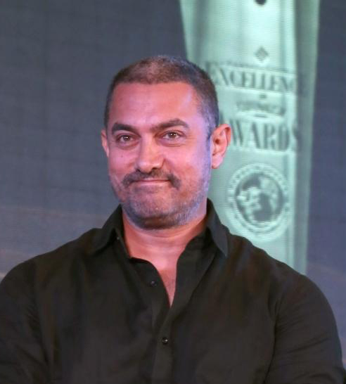 New Delhi: Aamir Khan addresses at the Ramnath Goenka Excellence awards ceremony in New Delhi on Nov 23,2015.(Photo: Amlan Paliwal/IANS)