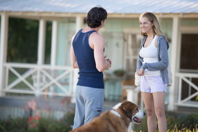 Travis Shaw (Ben Walker) and Gabby Holland (Teresa Palmer) in THE CHOICE, an Entertainment One Release. Photo Credit: Dana Hawley