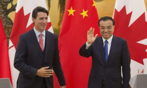 Chinese Premier, Li Keqiang, waves as he leaves a press conference with Canadian Prime Minister Justin Trudeau at the Great Hall of the People in Beijing, China, Wednesday, Aug. 31, 2016. (Adrian Wyld/The Canadian Press via AP) ORG XMIT: AJW101