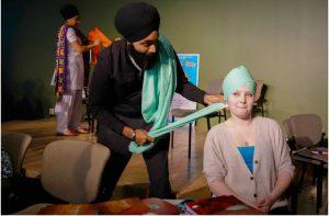 Harman Singh Goraya, a teacher from Calgary, wraps a turban for student Annika Roren. Photo:www.ualberta.ca