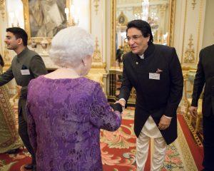 Shiamak Davar meeting Queen Elizabeth II at The Buckingham Palace (2)