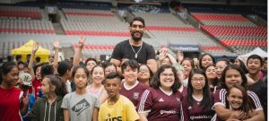 1 NBA player Satnam Singh with kids