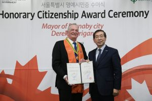 Park Won-soon, Mayor of Seoul, presents Burnaby Mayor Derek Corrigan with honorary citizenship at a ceremony held at Seoul City Hall.
